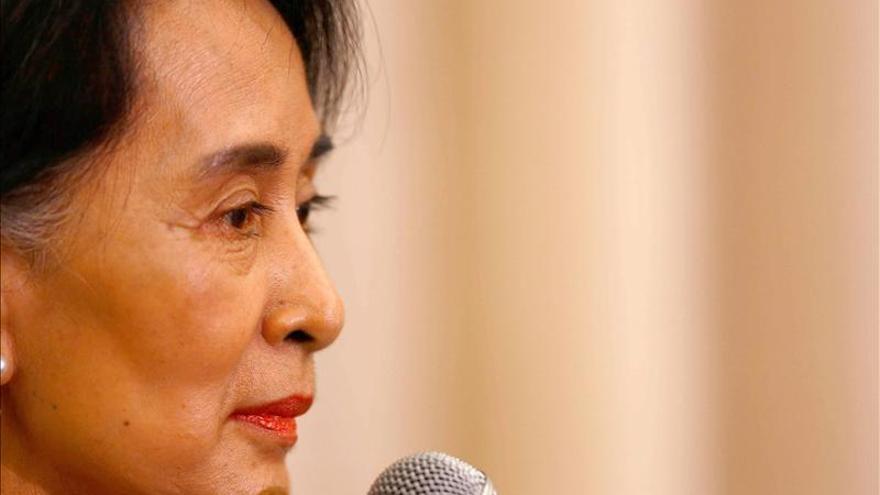 San Suu Kyi admite que aún siente cariño por el Ejército birmano