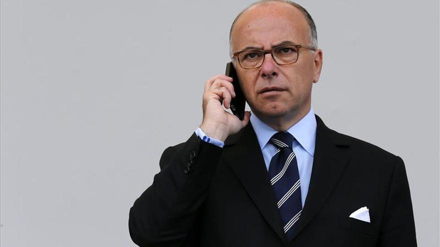 Francia dará permisos de residencia de varios años pero con más controles