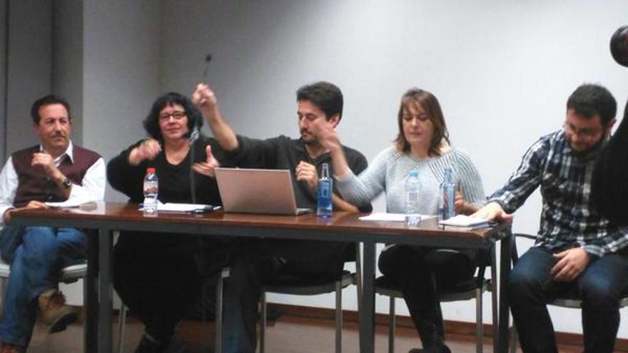 Carlos Saura, Aurea Ortiz, Jordi Giner, Mariló Catalá y Roberto Jaramillo, en un acto de presentación de sus candidaturas a las primarias de València en Comú. /@Pilar_Lima