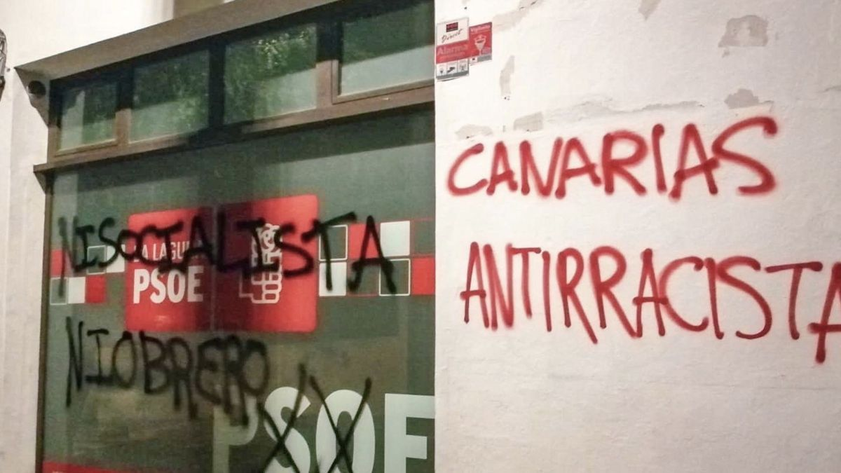 La sede del PSOE de La Laguna tras el ataque sufrido en la noche de este viernes