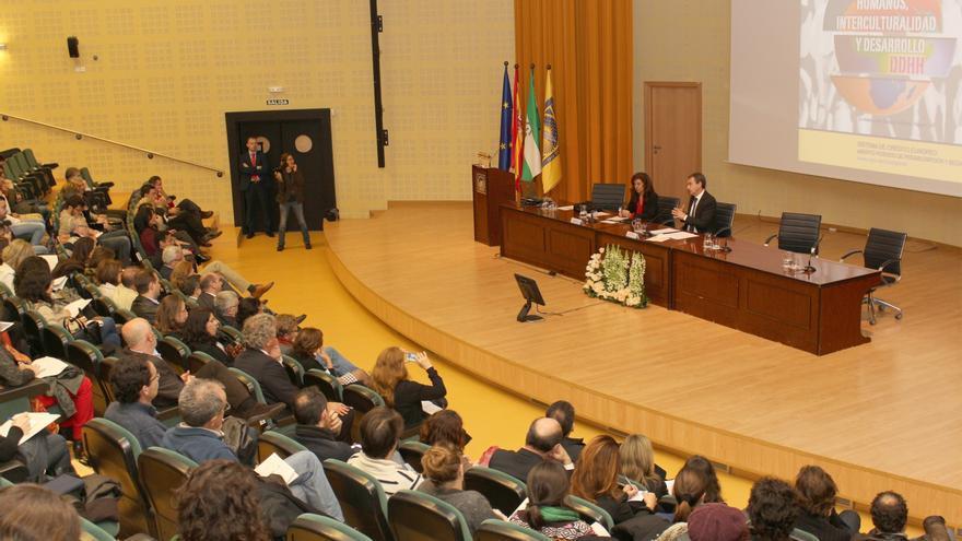 Zapatero y Garzón discrepan sobre la necesidad de abrir una Comisión de la Verdad para aclarar crímenes del franquismo