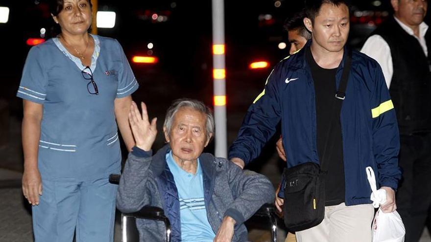 El expresidente Fujimori abandonó la clínica en la que estuvo internado en Lima