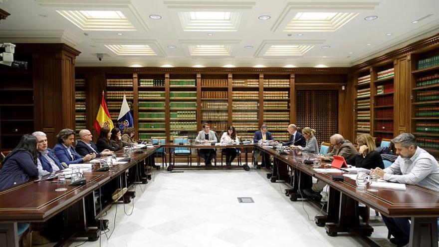La Comisión de Industria, Energía, Comercio y Consumo del Parlamento de Canarias.