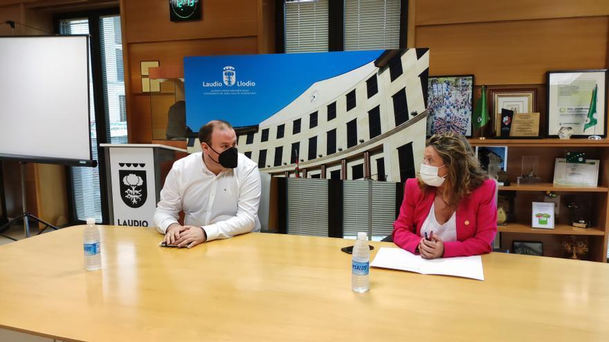La consejera de Salud, Gotzone Sagardui y el alcalde de Llodio, Ander Añibarro, han mantenido este jueves un encuentro de trabajo sobre el nuevo centro de salud del municipio