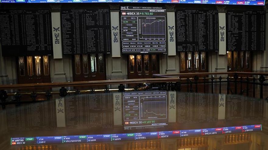La Bolsa española pone en riesgo los 8.700 puntos tras caer el 0,46 por ciento