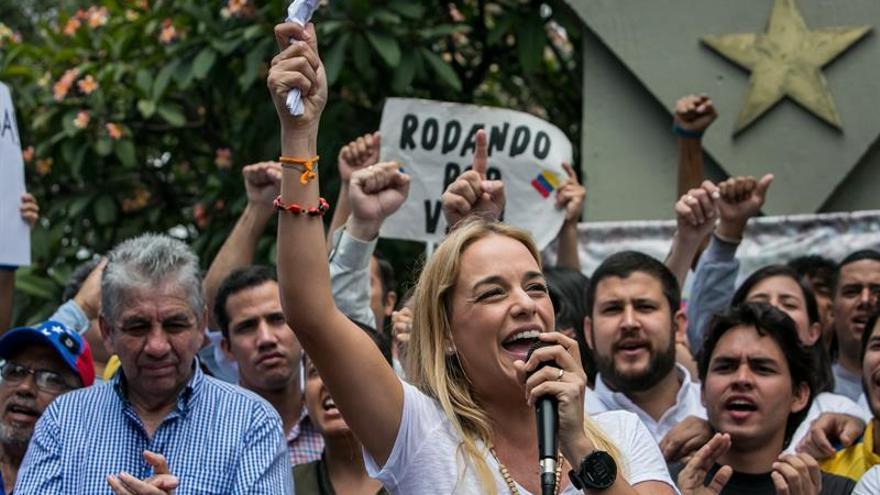 Autoridades venezolanas impiden protesta de Tintori en sede electoral