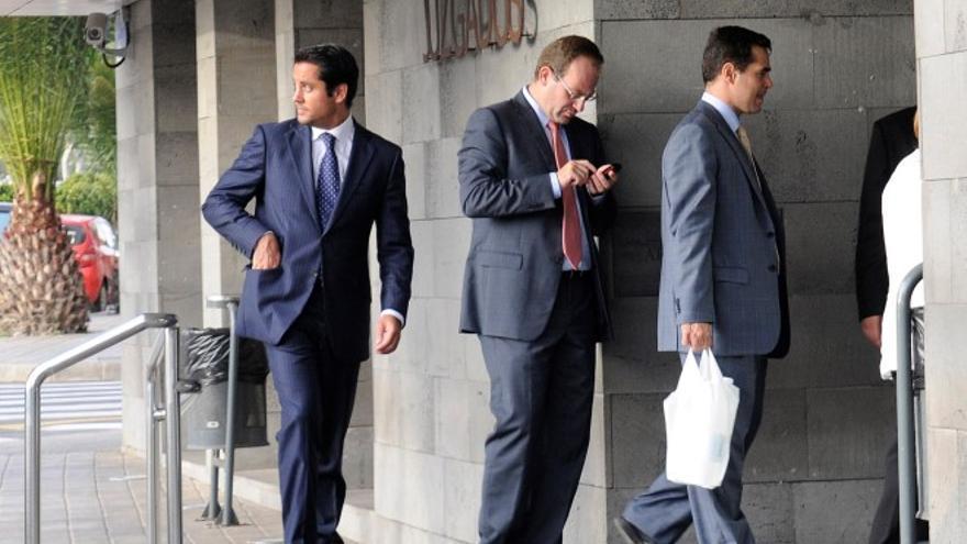 El fiscal Javier Ródenas, el juez Pamparacuatro y el fiscal Ignacio Stampa. (Diario de Lanzarote).