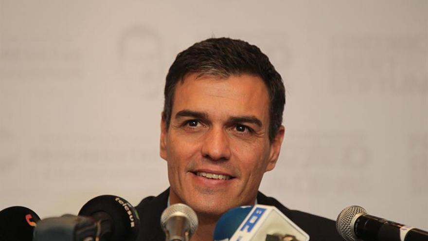 Sánchez vuelve a incomodar a la gestora del PSOE con un acto en Asturias