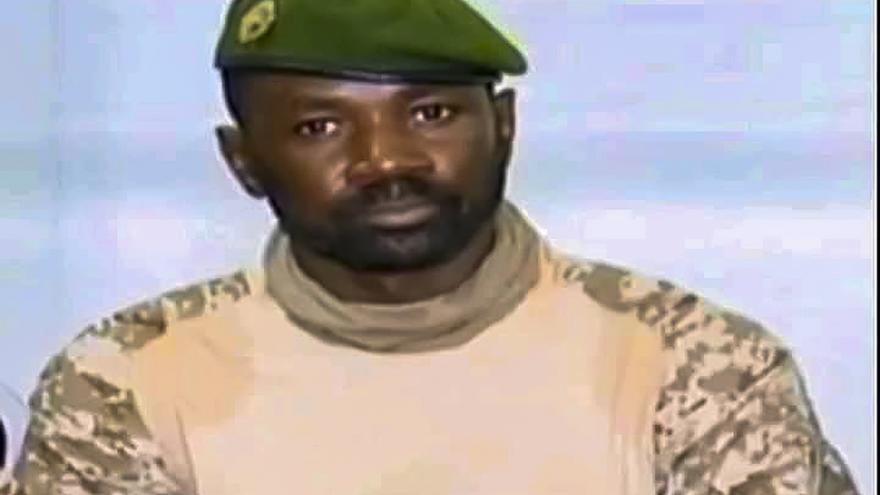 Ataque frustrado contra el presidente interino de Mali cuando rezaba en una mezquita