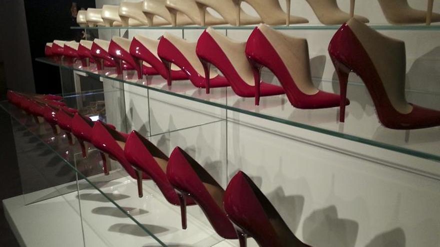 Salvatore Ferragamo ficha a Paul Andrew para diseñar su calzado femenino