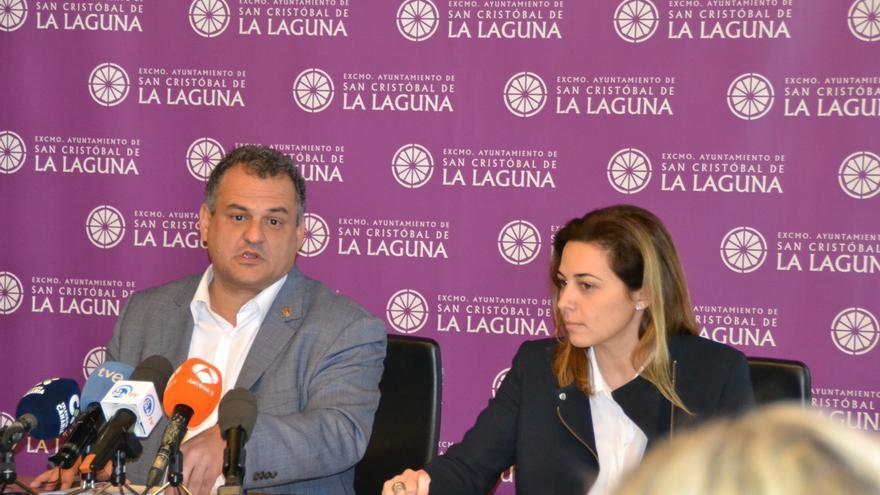 El alcalde José Alberto Díaz y la concejala de Hacienda María Candelaria Díaz, este lunes