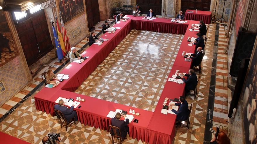 Imagen de la reunión entre Puig y los representantes municipalistas