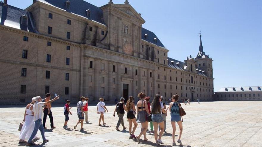 Los turistas gastan 69.892 millones de euros hasta septiembre, un 13,9 % más