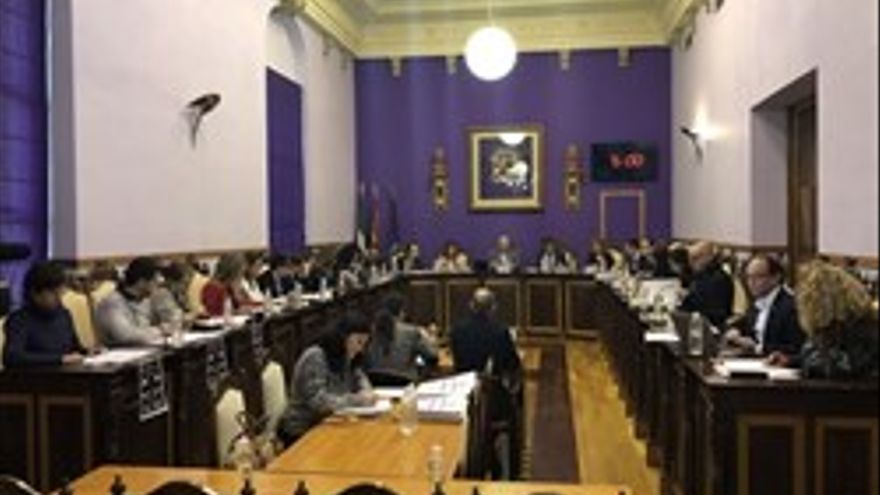 El pleno del Ayuntamiento aprueba el cambio de nombre de la UPM añadiendo 'Alcalde Ramón Calatayud'