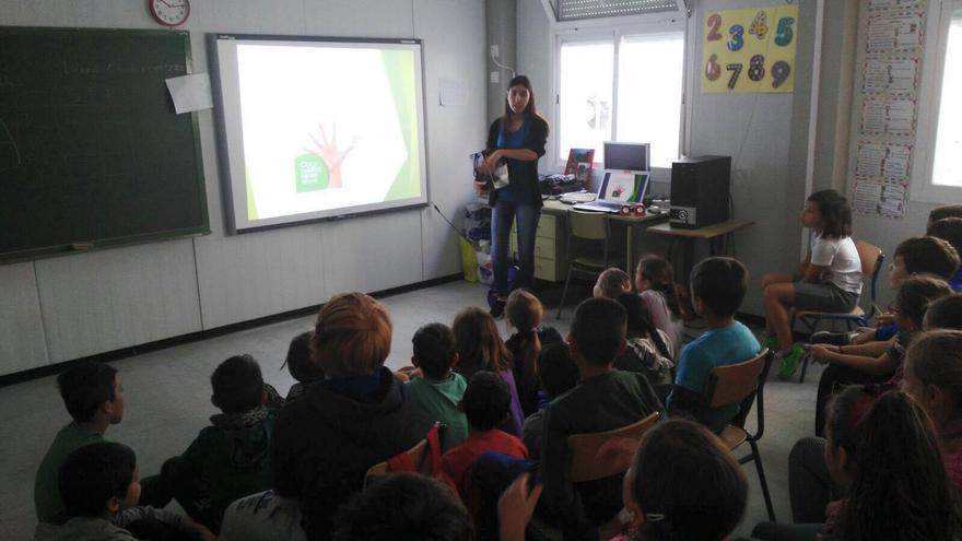 Imagen de archivo de una charla sobre recogida selectiva en el  CEIP La Laguna.