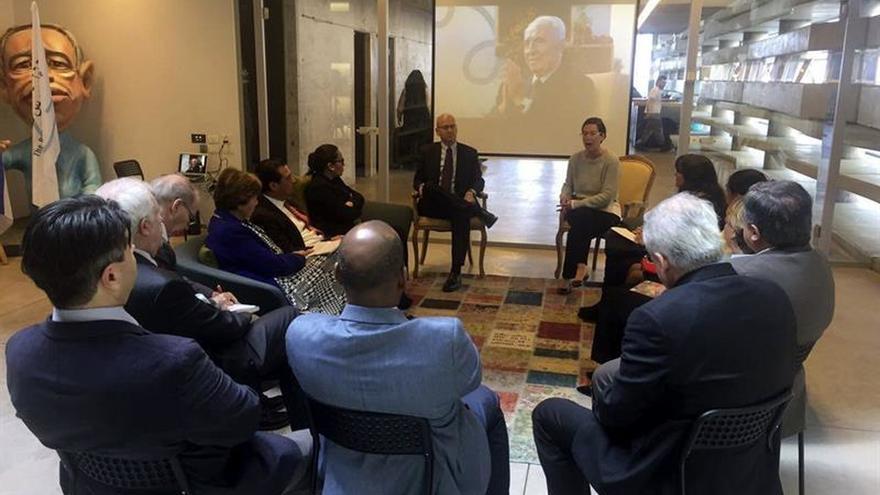 Centro Peres expone la visión y el legado de paz a diplomáticos latinoamericanos