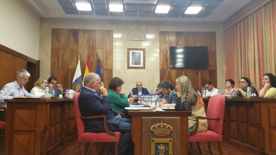 Pleno del Cabildo de La Palma celebrado este viernes. Foto: LUZ RODRÍGUEZ.