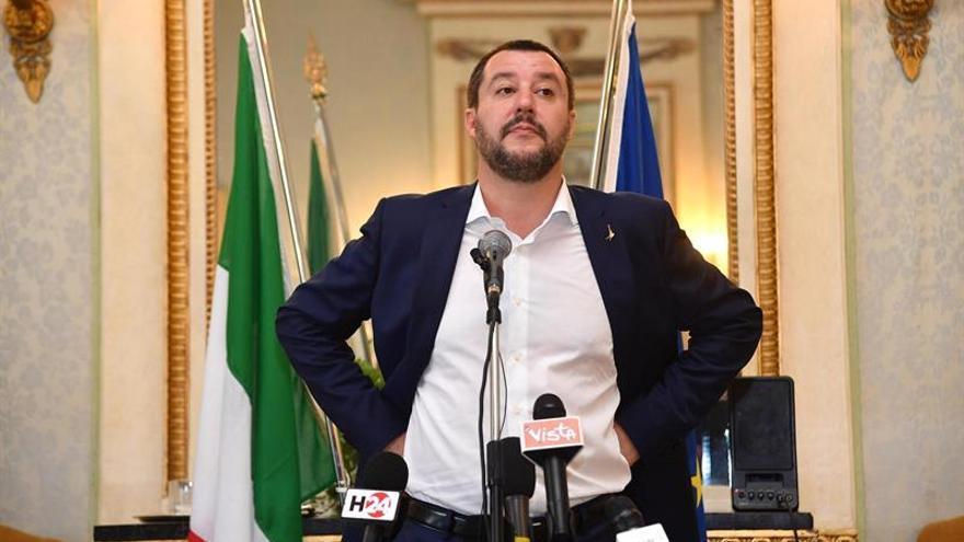 Salvini advierte que no dará puerto a ONG que salvan inmigrantes en el mar