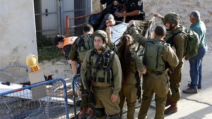 Muere tiroteado un palestino tras atacar a un soldado con un cuchillo