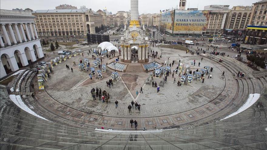 Al menos tres muertos en un atentado durante una marcha en Járkov, en Ucrania