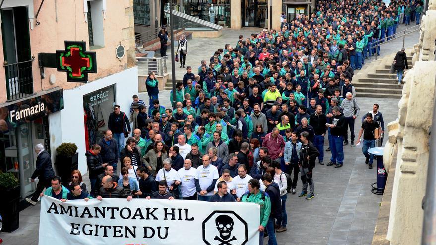 Manifestación en Beasain de trabajadores de CAF y familiares de fallecidos.