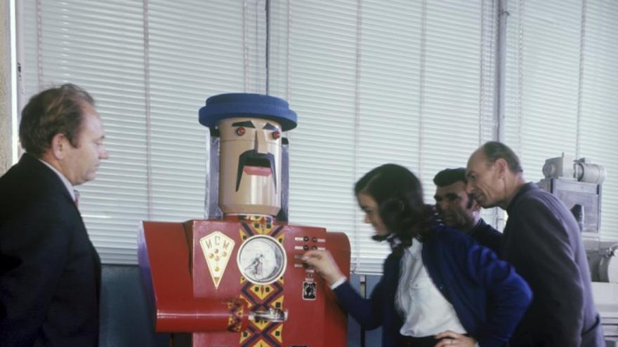 Un robot rojo en el Moscú de los años 70 (Imagen: Ria Novosti)