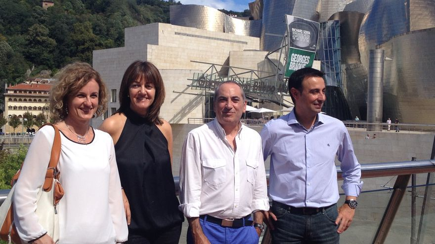 La cúpula de la nueva Ejecutiva, con Idoia Mendia, de negro, y sus tres secretarios provinciales.