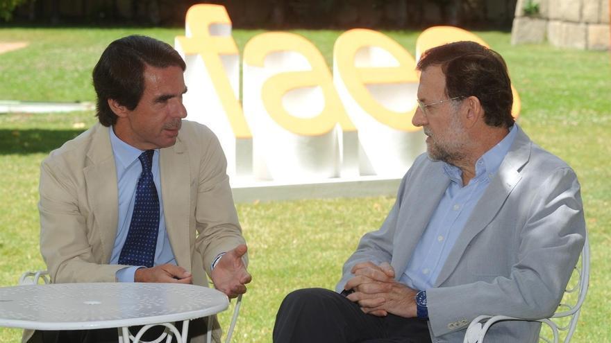 Aznar y Rajoy conversan durante la celbración del Campus FAES