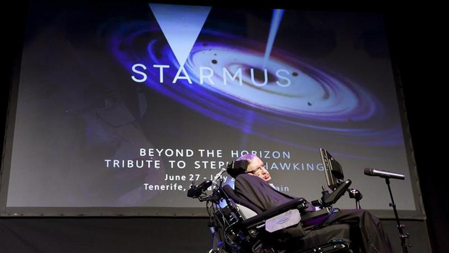 Stephen Hawking: No podremos sobrevivir otros mil años sin escapar de la Tierra