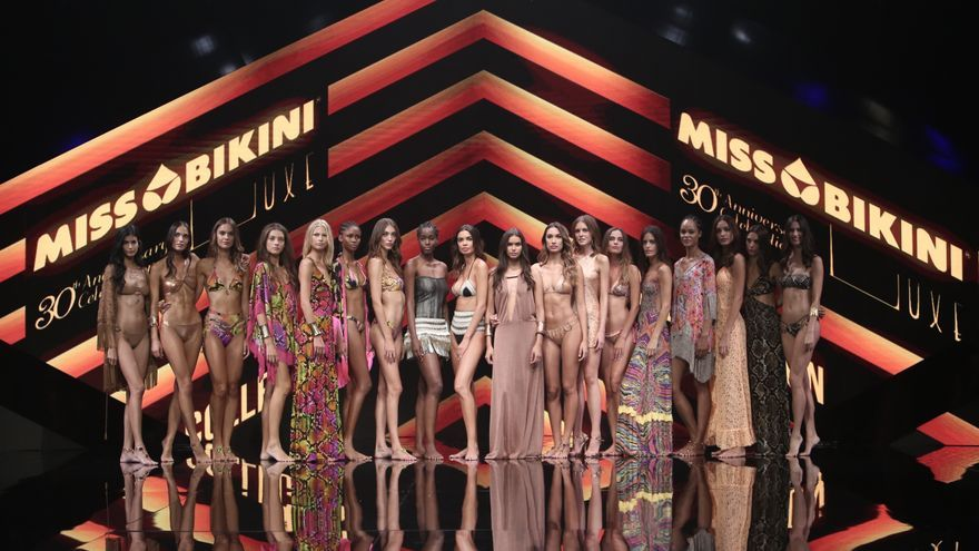 Desfile de Miss Bikini en la Semana de la Moda de Baño de Gran Canaria