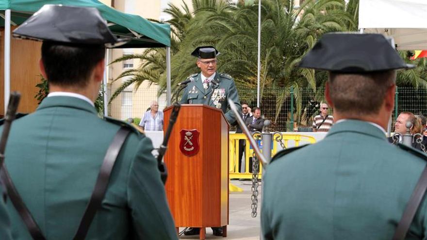 El coronel jefe de la Comandancia de la Guardia Civil de Las Palmas, Ricardo Arranz, durante su discurso en el acto celebrado con motivo de la festividad de la Virgen del Pilar, patrona de la Guardia Civil. EFE/Elvira Urquijo A.