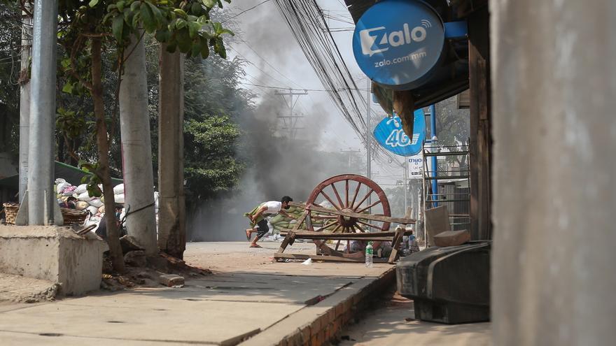 Un paquete bomba mata a 5 personas en Birmania, incluido un político huido
