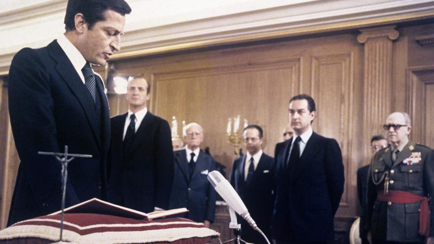 Adolfo Suárez jura su cargo como presidente el 2 de abril de 1979.