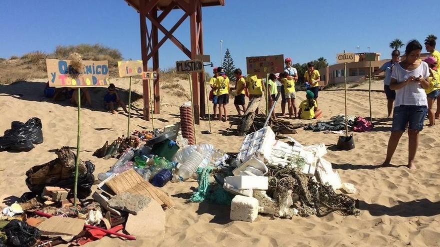 Nace en Ayamonte una plataforma para cuidar el litoral tras la muerte de una ballena varada en mayo