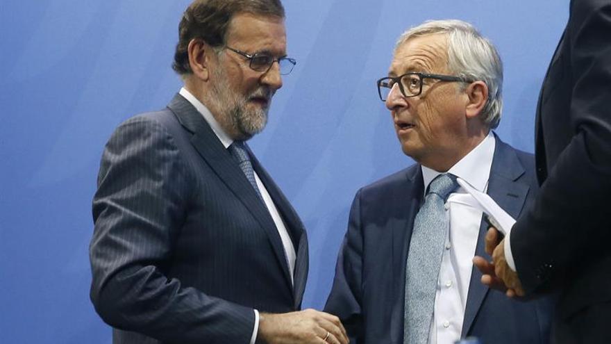Rajoy se ve mañana con Juncker tras su defensa de la ley frente a Puigdemont
