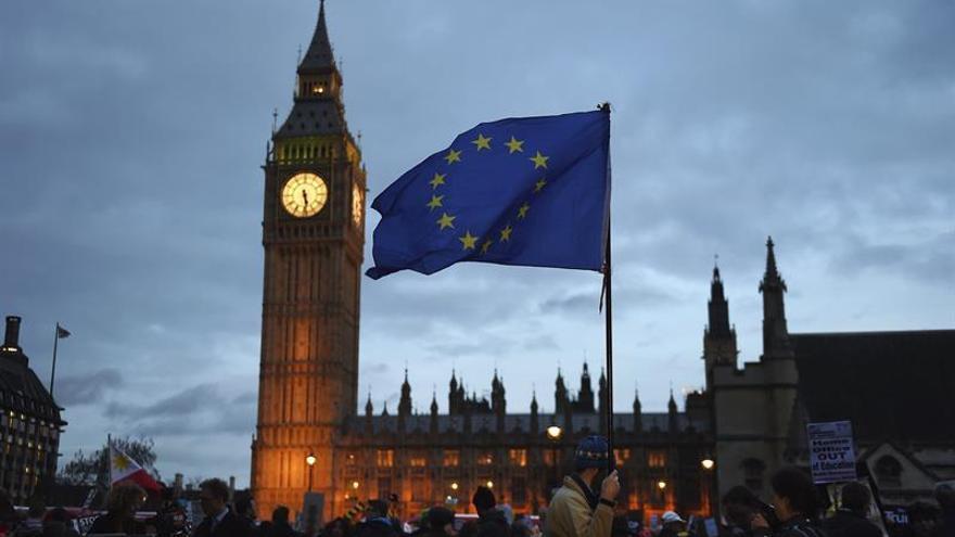 """Los Lores introducen los derechos de los europeos en la ley del """"brexit"""""""