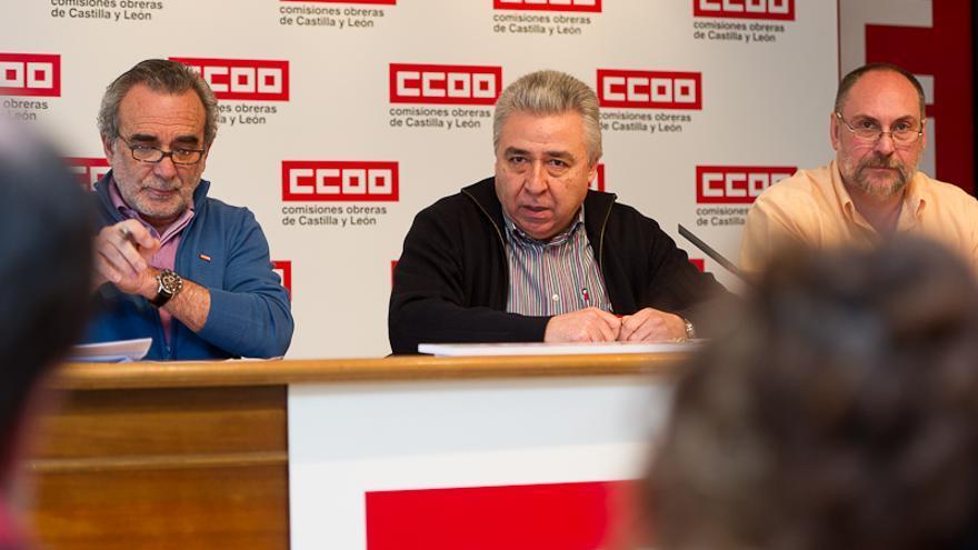 Los dirigentes de la Federación de Sanidad de CCOO, durante la rueda de prensa sobre los beneficios de directivos sanitarios de la región.