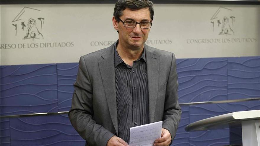 """IU dice que el PSOE ya tiene puesta la """"alfombra roja"""" a la coalición con el PP"""