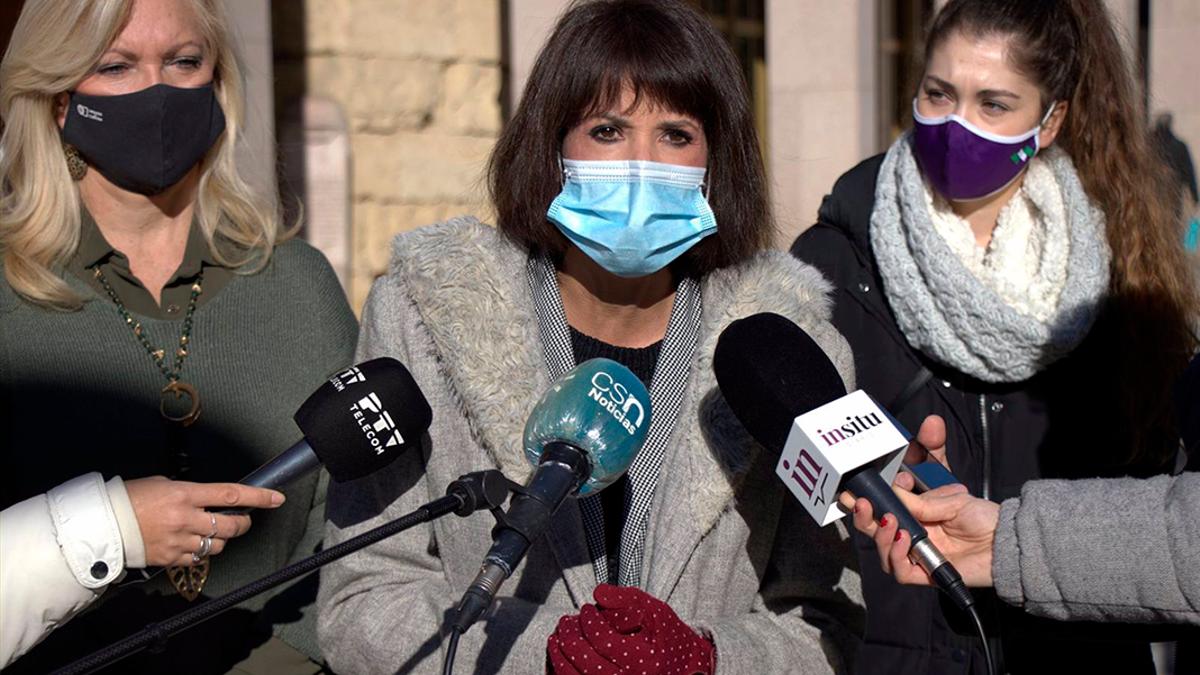 Martina Velarde (Podemos) atiende a los medios.