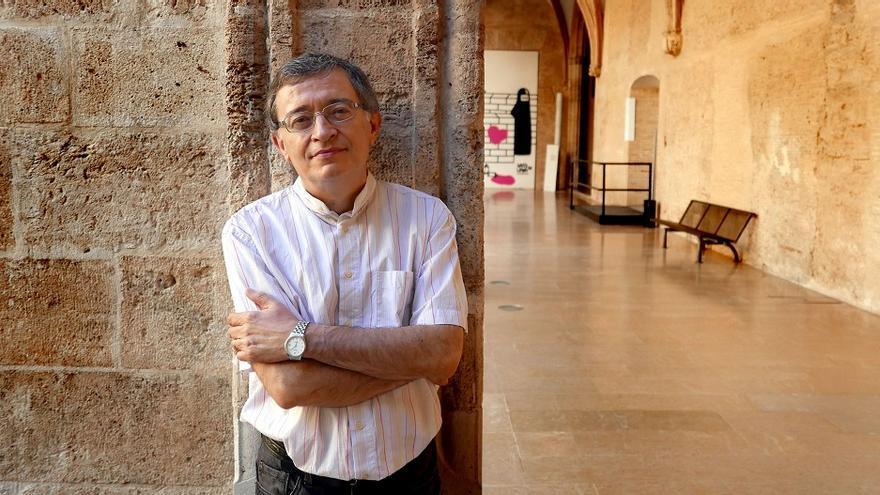 Enric Iborra va crear el 2010 La serp blanca, un blog que s'ha convertit en un espai de reflexió literària de referència.