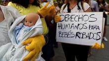 La Audiencia de Madrid suspende el juicio al segundo médico acusado de un caso de bebés robados en España