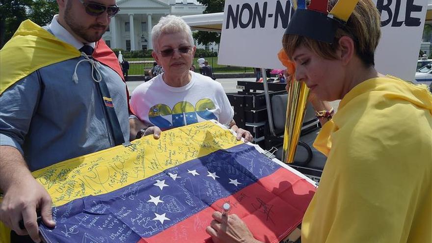 "Venezolanos en Miami siguen proceso electoral con ""tensión e incertidumbre"""