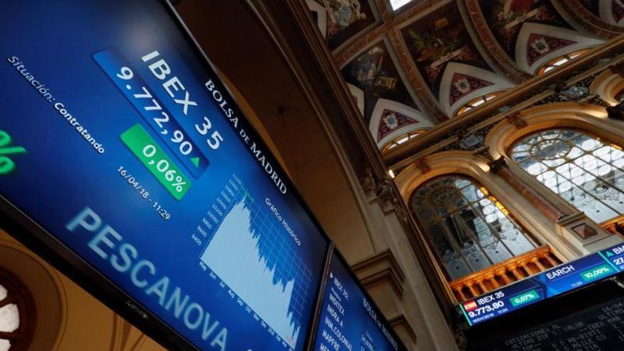 El IBEX 35 sube el 0,35 % en la apertura, con miedo ante una posible recesión