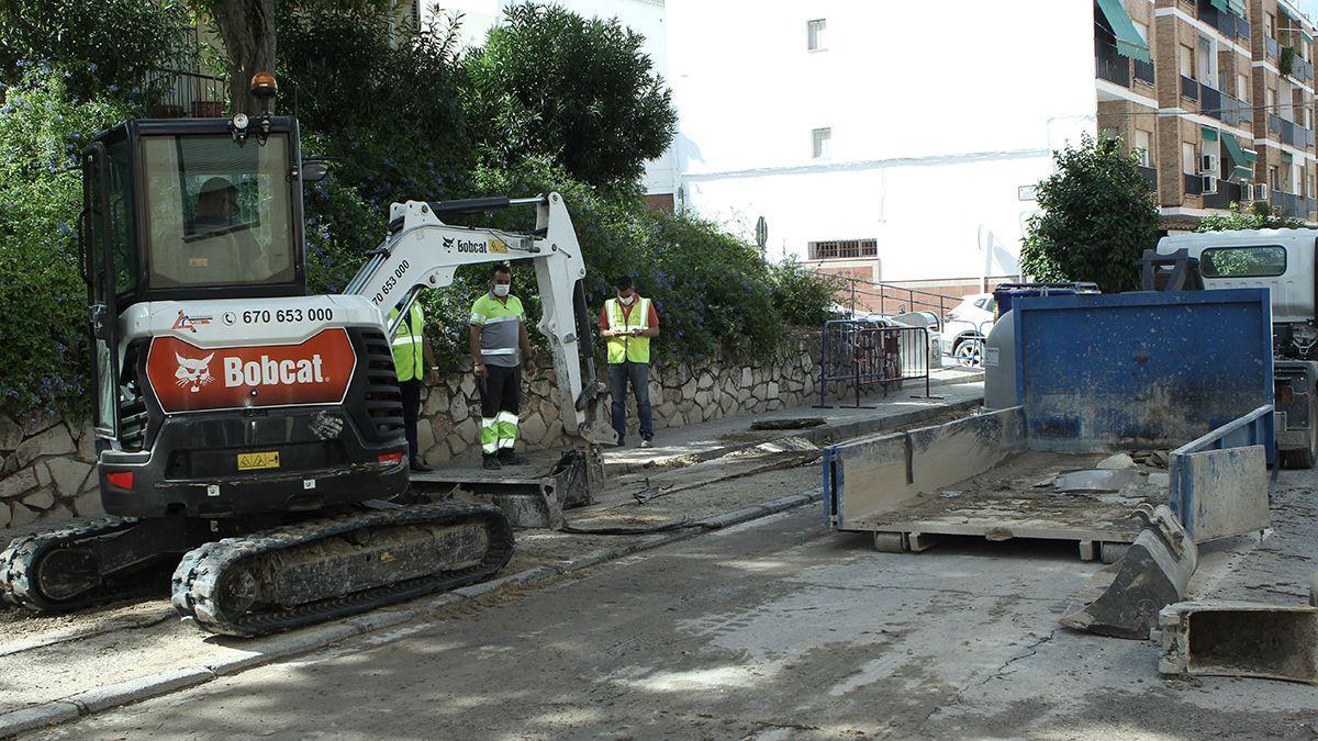 Obras de emergencia en Lucena tras los destrozos de la tormenta del 21 de septiembre