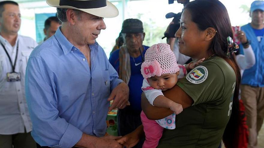 """El presidente colombiano visita """"sorpresivamente"""" una zona en donde permanecen las FARC"""