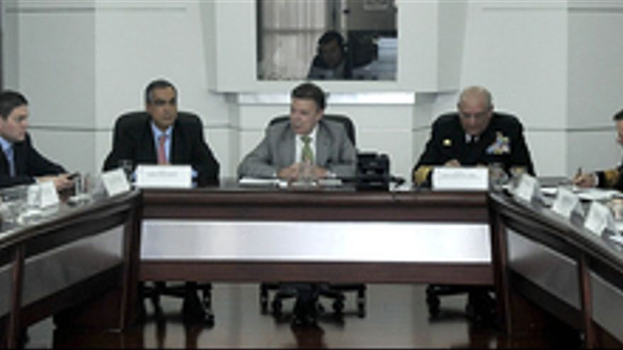 El presidente de Colombia, Juan Manuel Santos, reunido con autoridades militares