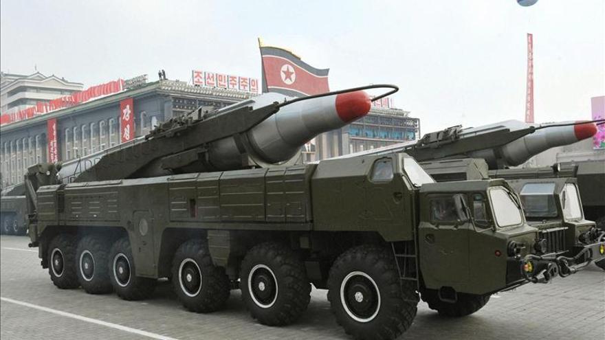 Corea del Norte dispara tres misiles de corto alcance al mar