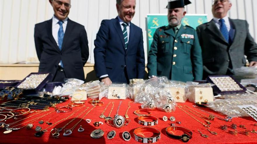 Interceptan casi 20.000 piezas de joyería falsificadas en el puerto de Alicante
