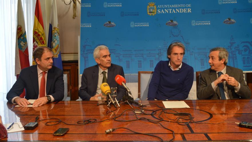 Rueda de prensa para presentar el II Congreso de Periodismo Cultural, en el salón Azul del Ayuntamiento.