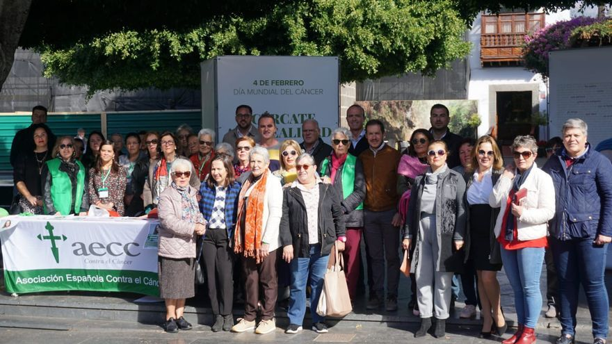 Acto con motivo  del Día Mundial contra el Cáncer organizado este lunes por la Asociación Española contra el Cáncer en Los Llanos de Aridane.
